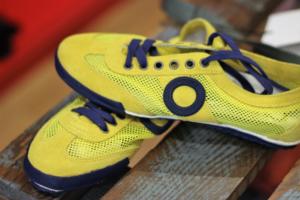 נעליים צהובות