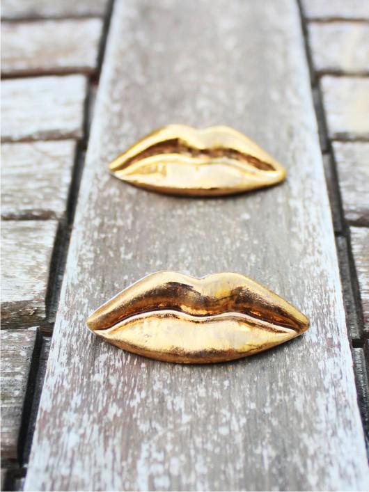 סיכת נשיקת זהב